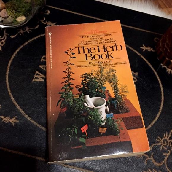 🦋2/$10 3/$15 4/$18 5/$20 Vintage 70s Herb 🌿 Book